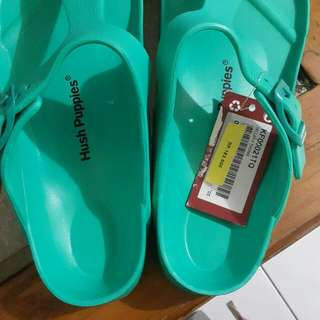 Sendal jepit hush puppies new with tag