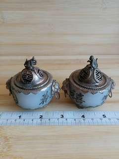 一對中國玉鑲嵌銅框香爐, 大約兩吋半, 實用亦可作收藏佳品