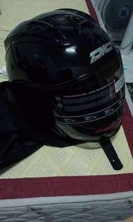 (跳樓大拍賣)賣一頂全新黑色 R3A2安全帽