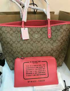 AUTHENTIC COACH SIGNATURE RIVERSIBLE  2WAYS TOTE BAG IN CORAL & SADDLE COLOR
