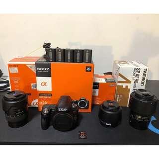 新手入門推薦!! A55+1680ZA+35F1.8+90F2.8MACRO+5電池+1記憶卡+原廠相機包