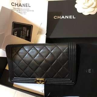Chanel boy wallet .
