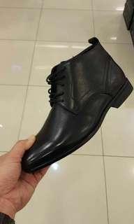 sepatu formal laki laki HUSH PUPPIES high ankle