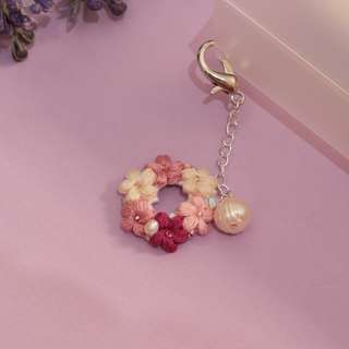 planner flower charm with pearl - planner addict accessories - flower crochet charm accessories - flower keychain