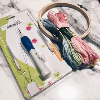 Embroidery Needle Punch Pen set with thread and embroidery hoop