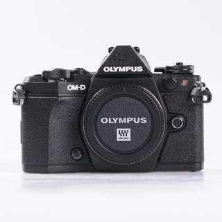 [WARANTY] OLYMPUS OM-D E-M5 Mark II (EM5 MK2) + HLD-8G HANDGRIP
