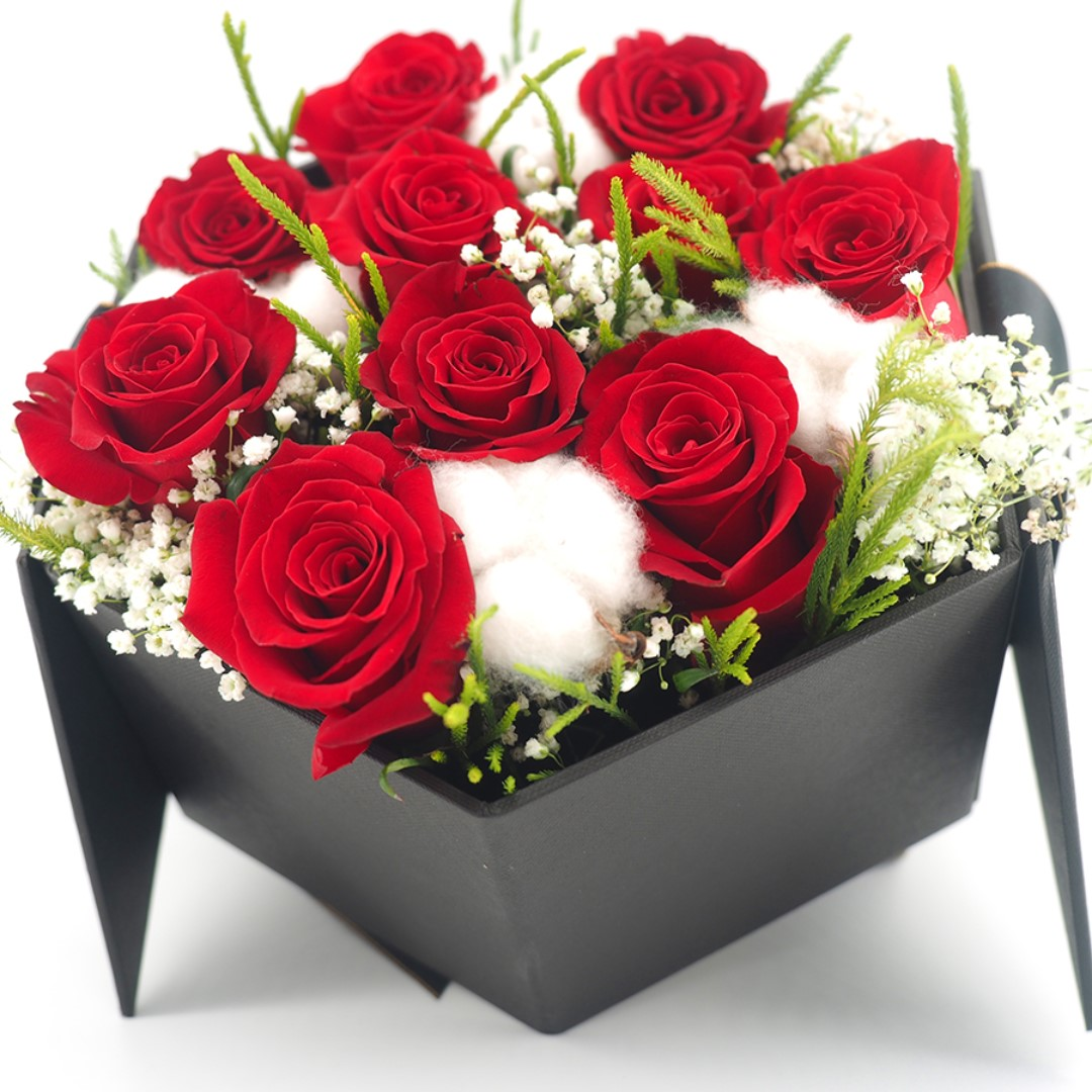 Valentine S Day Gift Fresh Rose Bloom Box Gardening Flowers Bouquets On Carousell