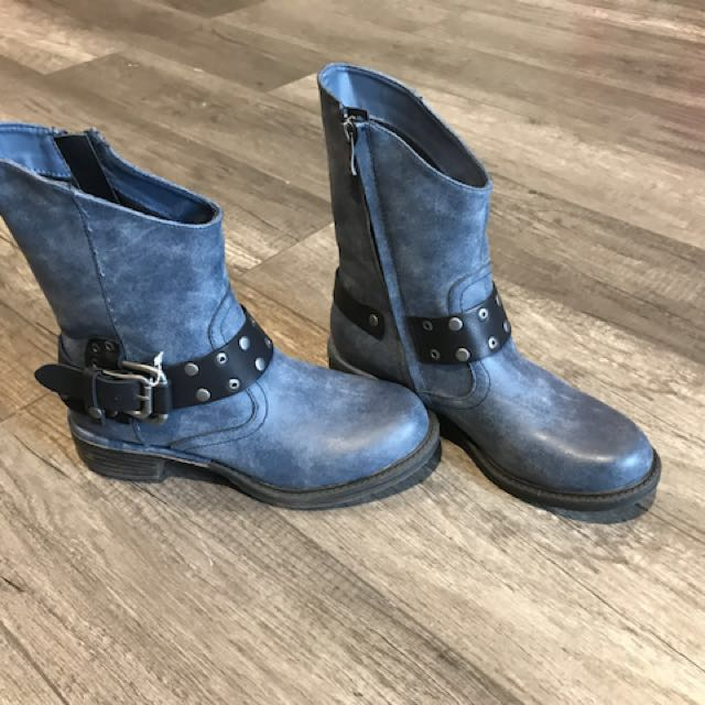 Boots size 7 in Blue