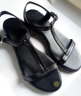 Duty sandals