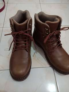 Sepatu boots / sepatu kulit