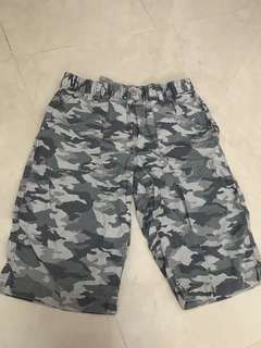 Preloved Uniqlo Boys Camouflage shorts - XL size