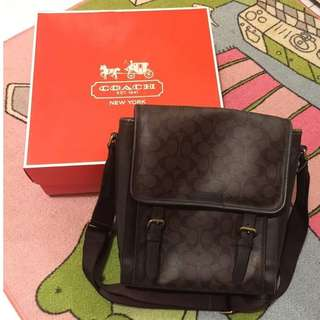 SIGNATURE COACH MASSENGER BAG, UNISEX, PRELOVED