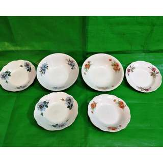 Old flowers motif bowl and dish 8 pieces. 旧花图案碗、盘 6 件 all 6 pieces for $20
