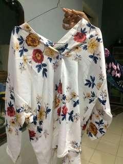 blouse putih bunga