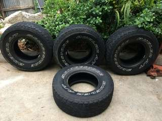 4 Bridgestone tires (set) LT285/75R16