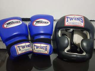 Twins special blue boxing Gloves 10oz and Twins Special Black Headgear