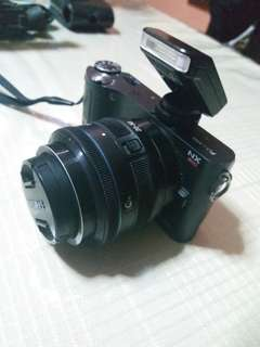Samsung Mirrorless Camera
