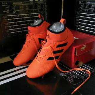 Sepatu bola adidas oren hitam