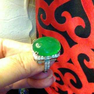 收藏大蛋面綠精靈。925銀檯鑲鋯石。華麗分享。黃金式鑲工活圍。