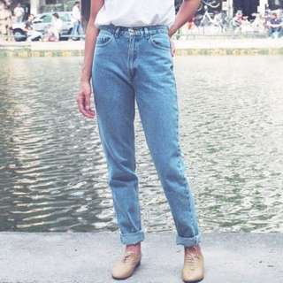 🚚 Light Denim High Waist Mom Jeans
