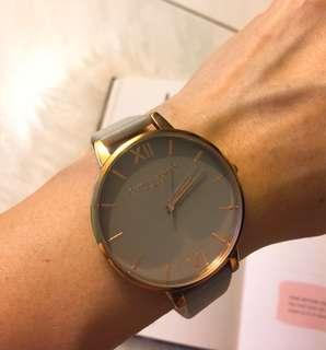 Olivia Burton 英國設計師手錶 玫瑰金框 淡灰色錶帶