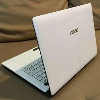 Asus A43SD core i3 laptop white