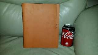 全新Nikon 皮革製……記事簿,(有放置過痕跡),可除掉換上另一本,屯門交收,或18$郵寄  Nikon Leather notebook, trade in Tuen.Mun