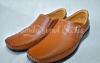 Sepatu santai sorong Family Bunut Shoes tan