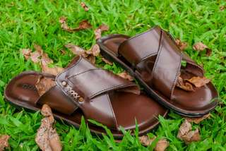 Sandal kurung kulit 01 Family Bunut shoes