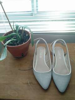 Aldo stone grey and white flats size 6.5