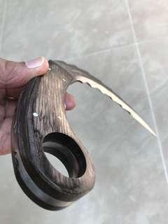 Large karambit (Curved knife)