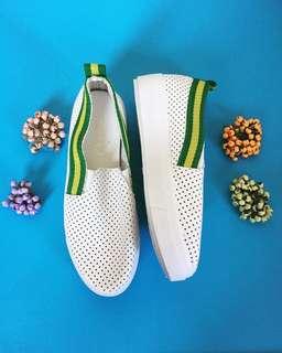 🆕 White slip on sneakers