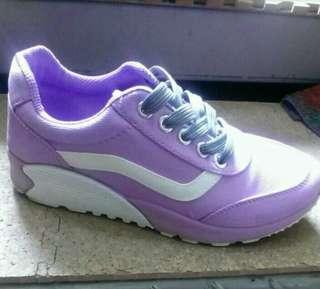 紫色休閒鞋