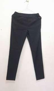 Celana legging hitam
