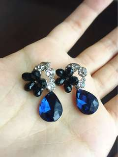 Anting safir imitasi