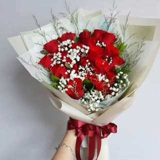 Flower hand tied bouquet Red/Pink