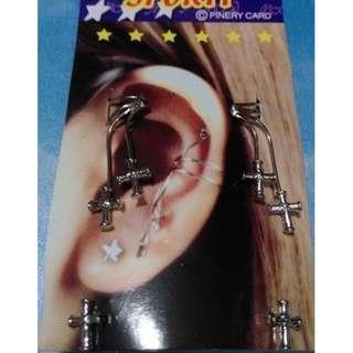 全新無水鑽個性耳飾 男女可用,每包有針式與套耳朵的各一對,原價60特價出清一包15元