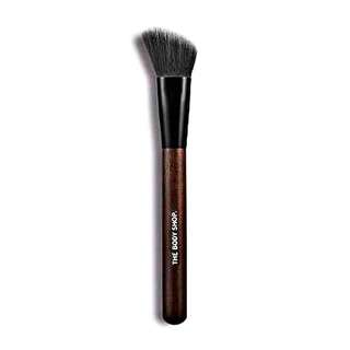 the body shop slanted blusher brush