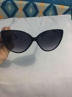 I'm selling my preloved sunglasses cat eye