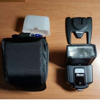 Nissin i40 Flash (E-TTL) for CANON EOS DSLRs and SLRs with Box and all Accessories (Near Mint; seldom used)