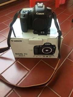 [BU] Canon EOS 7D Mark II + Lens EF 70-200 + batt grid + flash