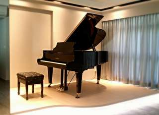 Grand piano and music studio for rental
