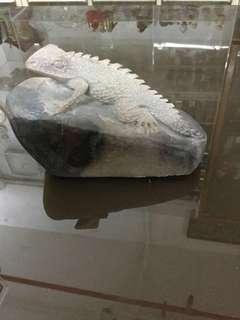 石頭雕刻- 蜥蝪