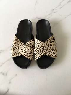 Inuovo Cow Pattern Slides