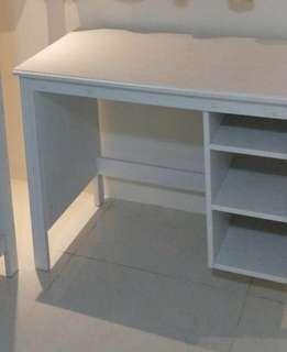 IKEA 白色書桌