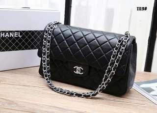 Chanel Classic Medium Flap Bag  1113#22  Bahan kulit kambing Dalaman kulit Kwalitas High Premium AAA Tas uk 31x9x19cm Berat dengan box 2 kg  Warna : -Black Silver Tone Include Box Chanel  Harga @850rb