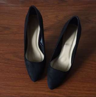 Forever 21 suede black shoes