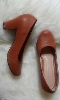 Mocca pump shoes