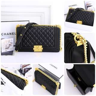 *Chanel Boy Lambskin* Gold with Box 9006#11  SEMI PLATINUM 1:1 (Mirip PREMIUM) #9006 Sz25x14x9cm Gold Hardware Berat 1,1Kg (Include box)  Only 1 Colour!!! *Black Edition*  Inside Calfskin Leather Completed : Premium Dustbag, Certi, R