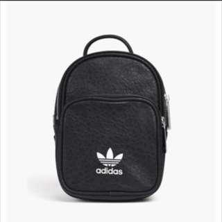 adidas愛迪達 黑色皮革迷你後背包〈含運〉